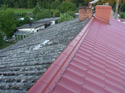 Usuwanie azbestu z budynków (Fot. KurierSlupski.pl)