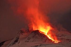 wybuch etny aktywny wulkan 300x199 Czwarty wybuch Etny w tym roku