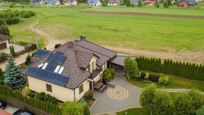 fotowoltaika - panele fotowoltaiczne na dachu domu